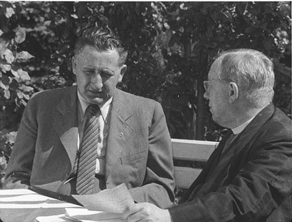 Міністр оборони Карпатської України Степан Клочурак (ліворуч) разом із президентом Карпатської України Августином Волошином