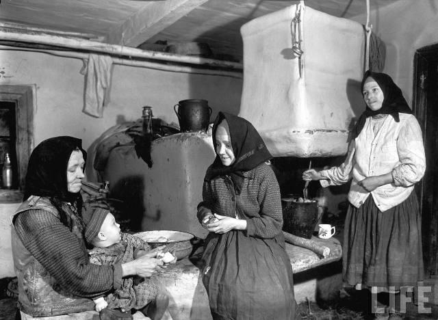 Жінки готують обід, Закарпаття, 1937