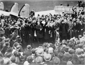 Премєр-міністр Великої Британії Н.Чемберлен вважав, що він привіз із Мюнхену мир для цілого покоління