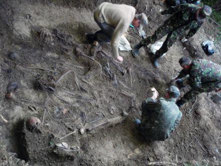 Процес досліджень КП «Доля» поховання в околиці с. Лази