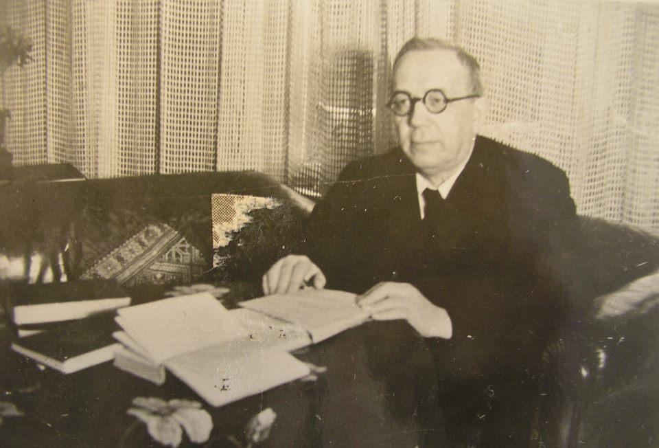 Одна з останніх фотографій Августина Волошина перед його арештом. Прага, квітень 1945 року