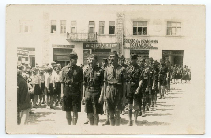 Святкова хода пластунів на Свято Матері. Хуст, 17 травня 1936 року.
