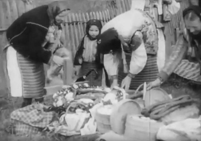 Освячення кошиків та дитячі забави на Великдень