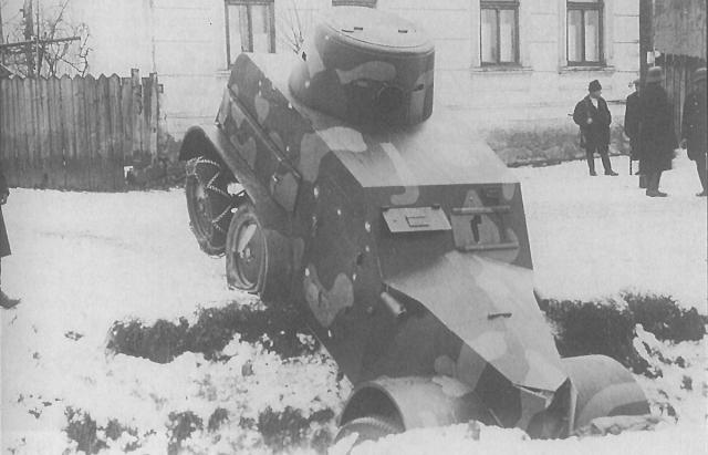 Чехословацький броньовик Татра-30, який заїхав у рів та був захоплений угорцями. Росвигово. 6.01.1939
