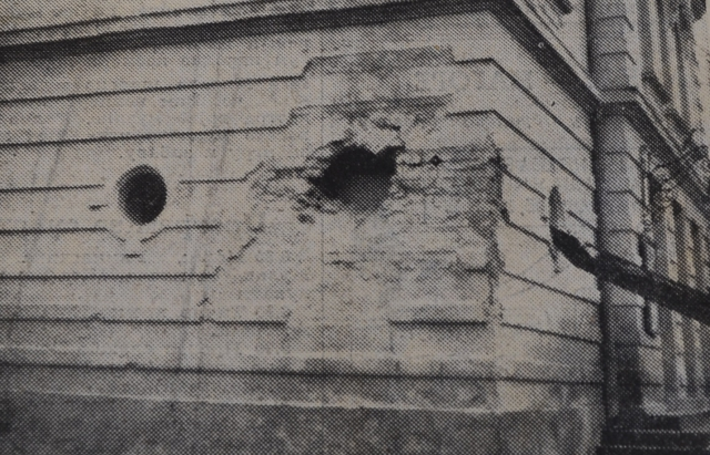 Наслідки чеського обстрілу центру Мукачева. Пошкоджена будівля міського театру