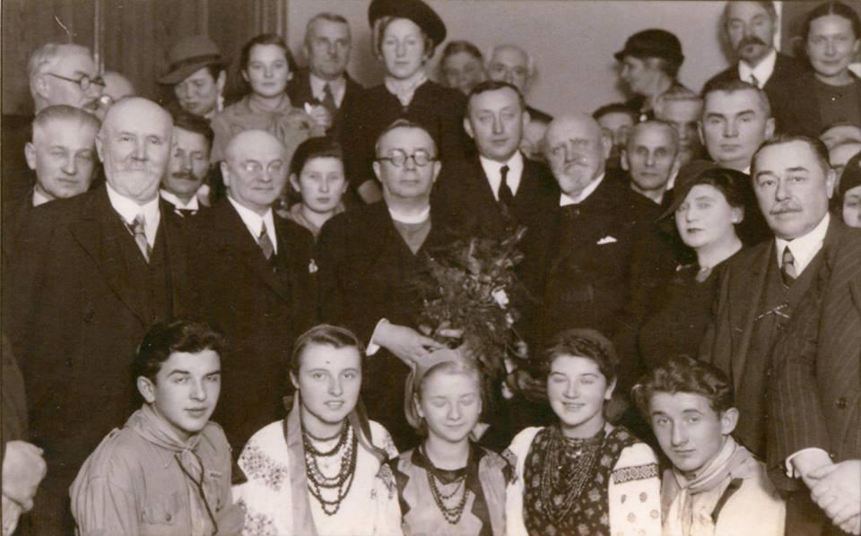 Прем'єр-міністр автономного уряду Карпатської України о. Августин Волошин під час присудження йому звання почесного доктора (honoris causa) в Українському вільному університеті у Празі. 30 жовтня 1938 року