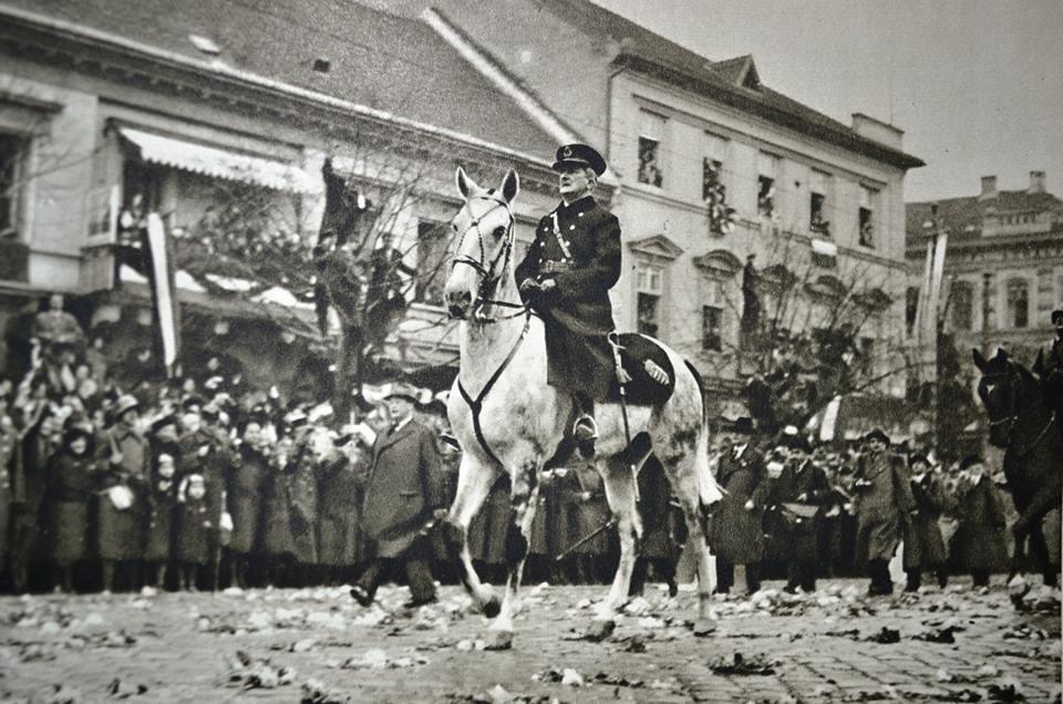 Тріумфальний вступ регента Угорщини адмірала Міклоша Горті до Кошиць на півдні Словаччини. Початок листопада 1938 року