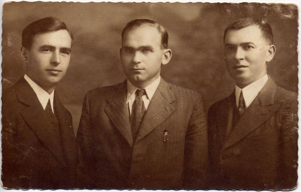 Улас Самчук з письменником о. Юрієм Станинцем та Петром Міговком у Хусті (1938)